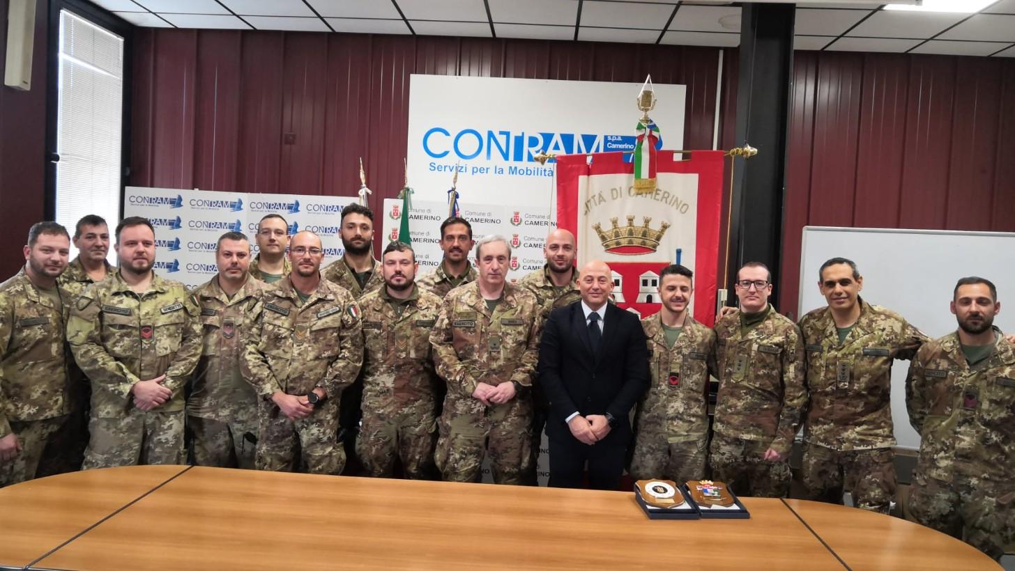 Camerino omaggia l'esercito impegnato nelle demolizioni post sisma - Vivere Camerino